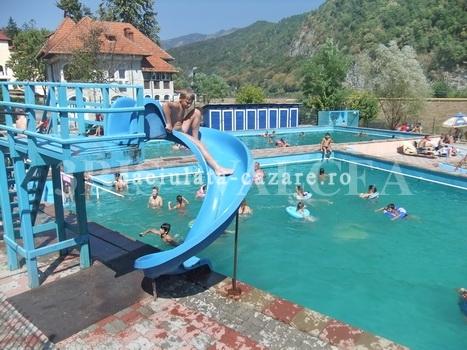 Piscina exterioara pescarus calimanesti turism si cazare for Hotel cu piscina