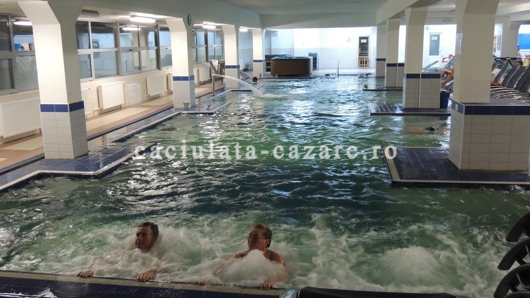 Piscine interioare complex oltul cozia caciulata turism for Hotel cu piscina