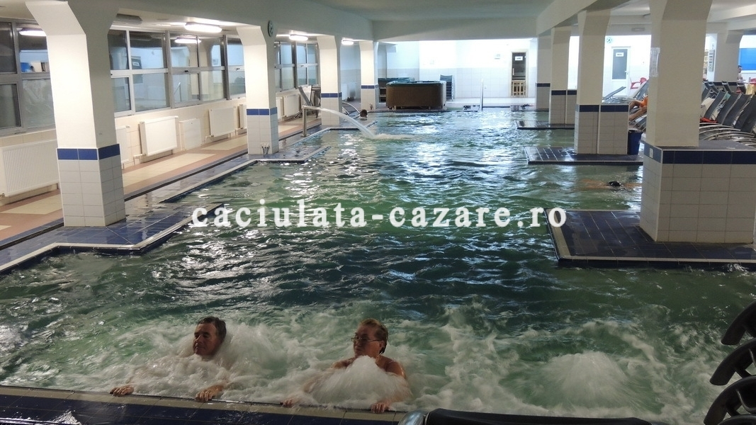 Oferte revelion calimanesti caciulata for Hotel cu piscina